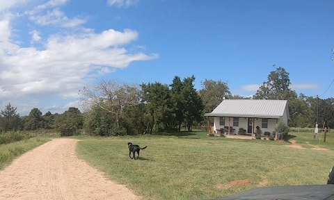 Friendship Acres: Farmhouse outside Bellville, TX