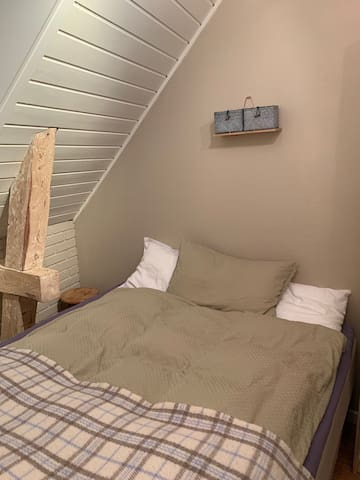 Ocean breeze – single room with comfy double bed