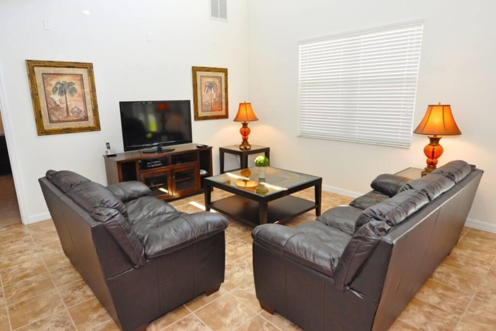 Indoors,Living Room,Room,Lamp,Dining Room