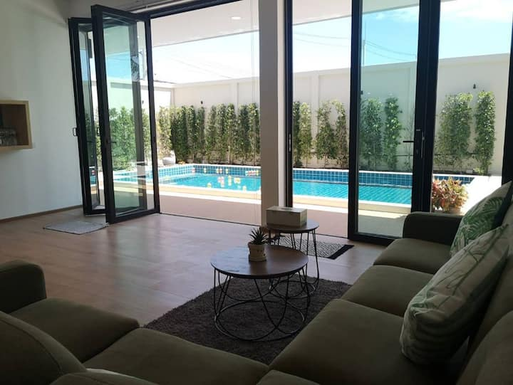 LAY 4BEDROOM/5Bathroom Poolvilla in Pattaya/15PAX