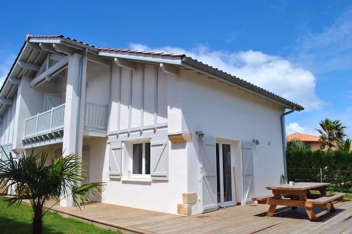 Maison charmante à 300m de la plage