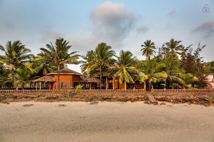 Chirebandi - Beachfront Home on Velneshwar beach