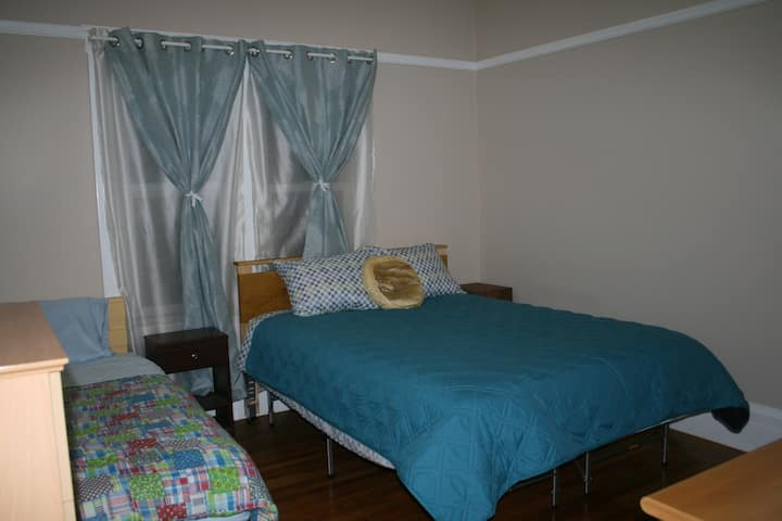 Remodeled Flat, Large bedroom in Prime Richmond