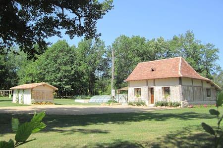 Maison typique périgourdine au calm - Saint-Laurent-des-Hommes - Hus