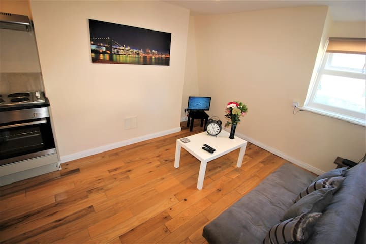 1 BED APARTMENT close to Seafront and Everything !
