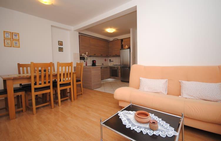 Apartments Nora - Kaštel Novi