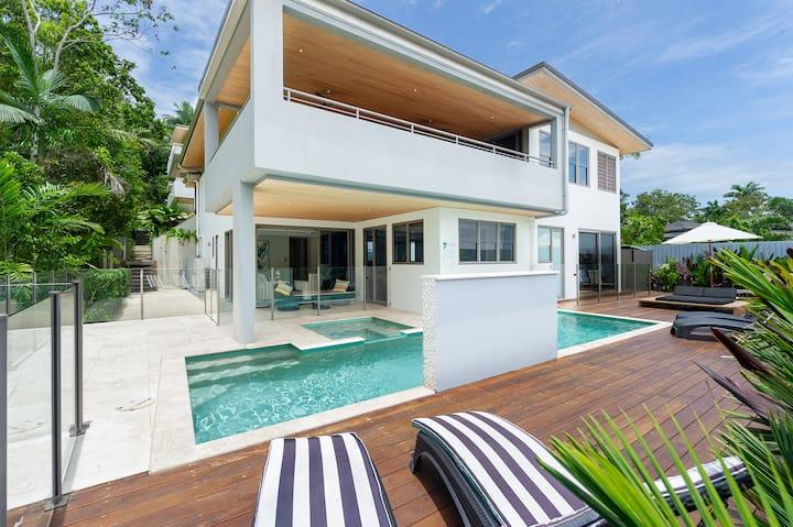 3-23 Murphy St |  Luxury Villa