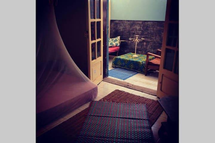 Chambre dans maison d'artiste unique à Dakar - Dakar - Guesthouse