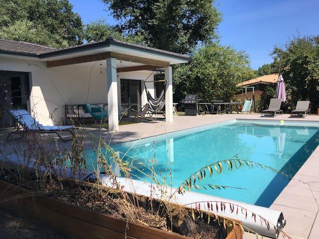 Villa de charme piscine au calme bordeaux bassin