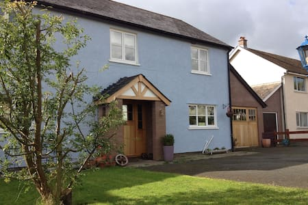 3 Bedrooms (£35 per room), Cycle Free Tours - Llangorse