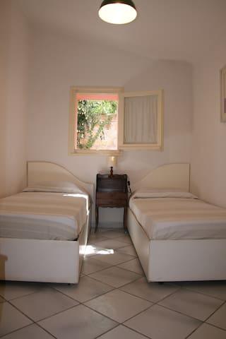 Camera a due letti al piano terra
