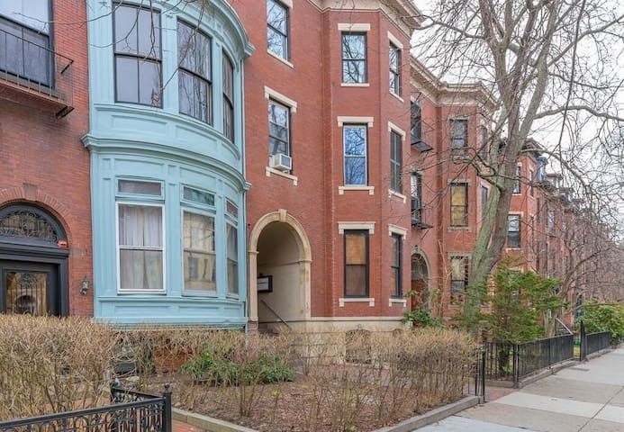 Excellent Location in the Back Bay! (w/ Parking)