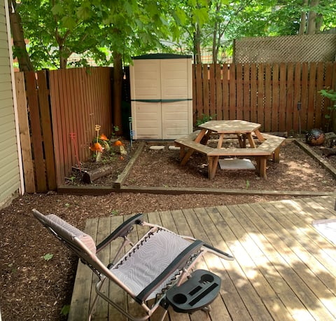 Family, Friends or Pets! Flexible Downtown Stay