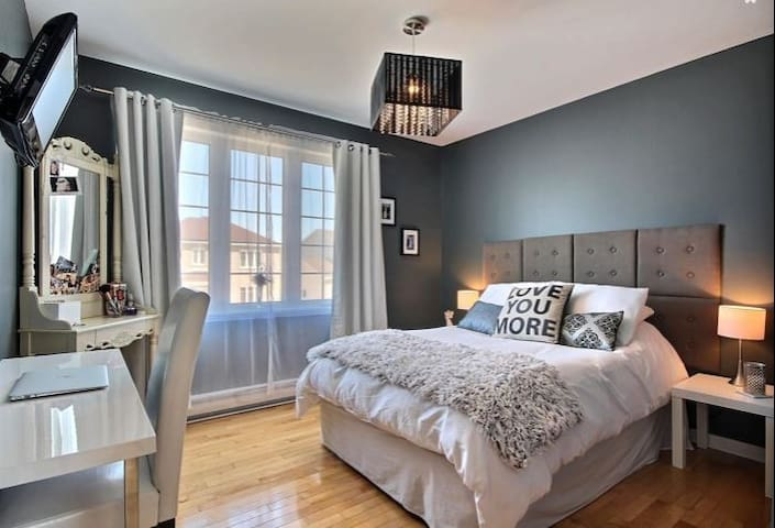 Private room with double bed and TV - L'Ancienne-Lorette - Hus