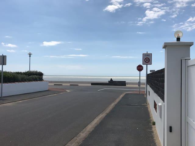 Plage de sable à 20m