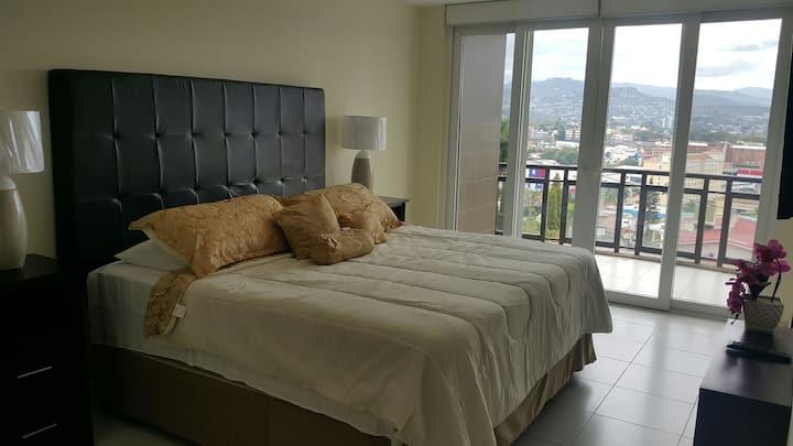 Spacious, Centric, Luxury, Great Views Apartment 4