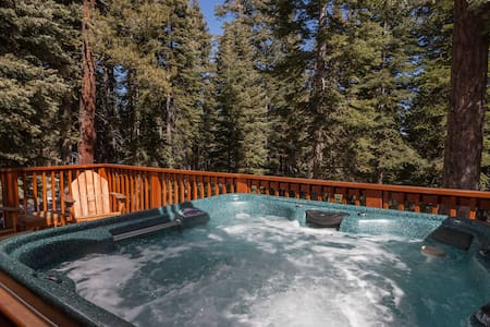 Kings Court Vacation Home w Hot Tub