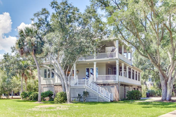Wonderful 7BR home in DeBordieu w/ super location, great porches and MORE!