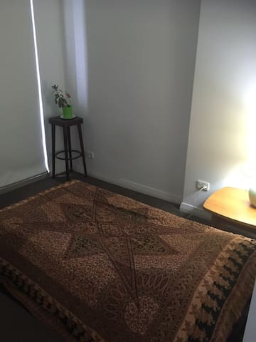 Master bedroom in Meadowbank/Ryde Sydney - Ryde - Apartment