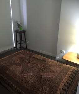 Master bedroom in Meadowbank/Ryde Sydney - Ryde - Leilighet