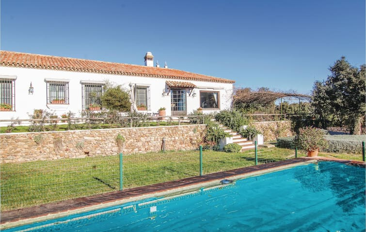 Holiday cottage with 4 bedrooms on 153 m² in Alanis
