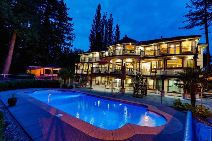 Mansion Available For Get-Aways! 16+ guests - Surrey - Huis