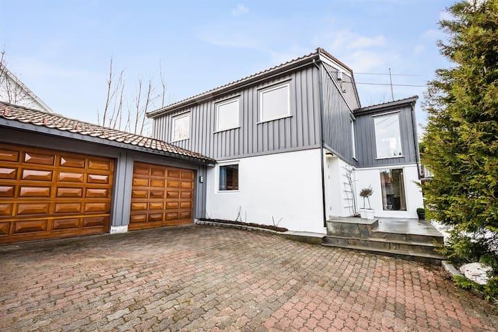 Moderne hus intill 8 personer.2 bad - Arendal - Rumah