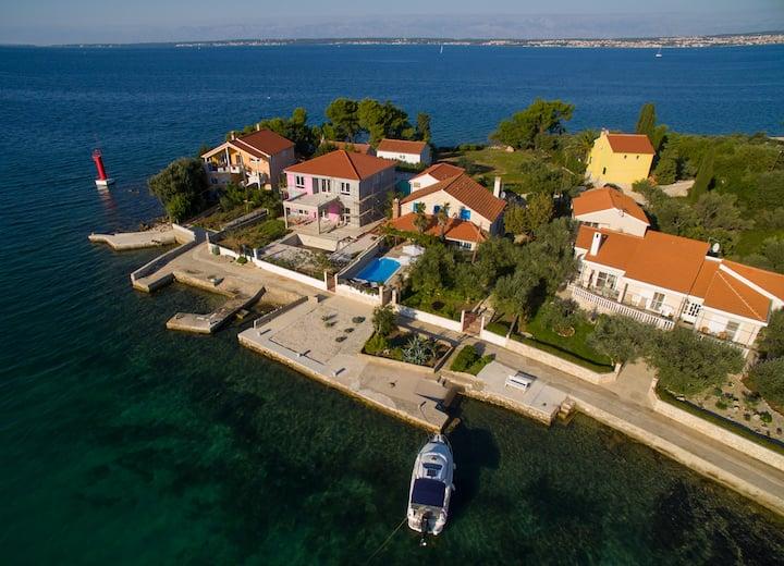 Villa Antišin by the sea