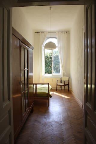 Kleine Wohnung in zentraler und ruhiger Lage - Wiedeń - Apartament