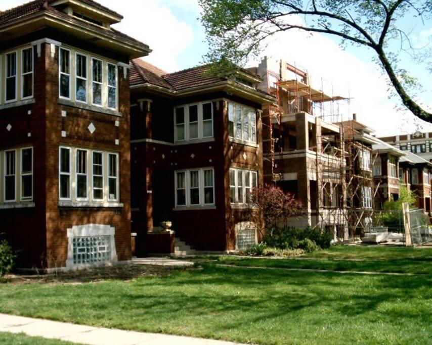 Illinois Place Apartments Reviews