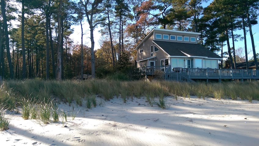 4 Bedroom Beachfront Home on the Chesapeake Bay - White Stone - Casa
