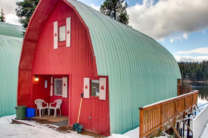 Cosy A-frame cottage with loft on the shores of Idabel Lake - Boondock Cottage 3
