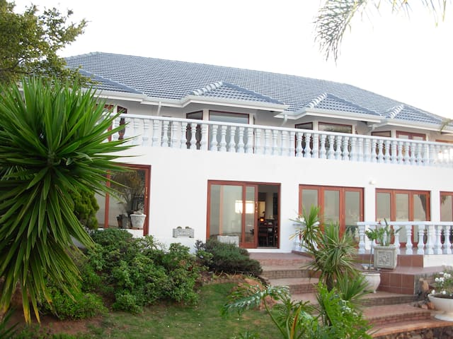 Magaliqua Self Catering Apartment 2 - Krugersdorp
