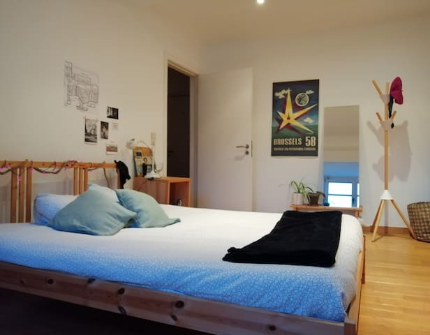 Private room in a big cosy house in St Gilles :)