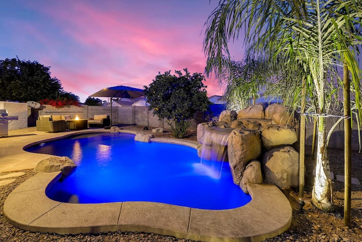 A Desert Oasis with Waterfall Pool! ☆Heated Pool☆