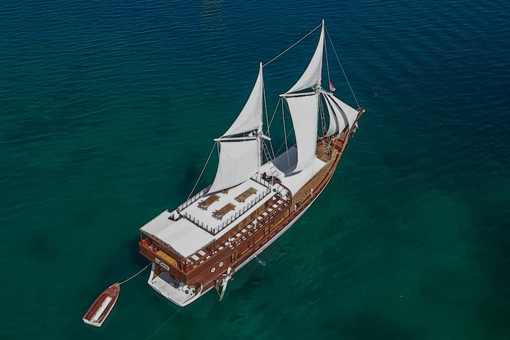 Phinisi 903 Komodo Cruise Marvelous 2 Cabins