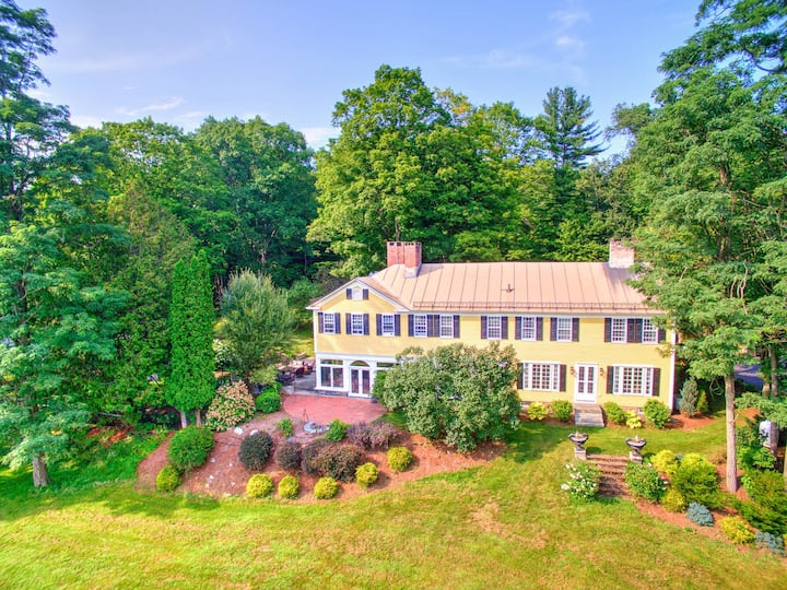 Historic Home on 17 acres of land. Go escape!