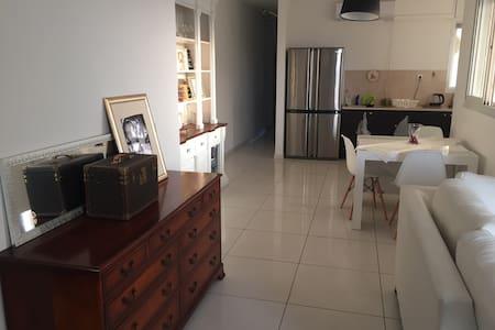 3p terrasse centre netanya - Netanya - Daire