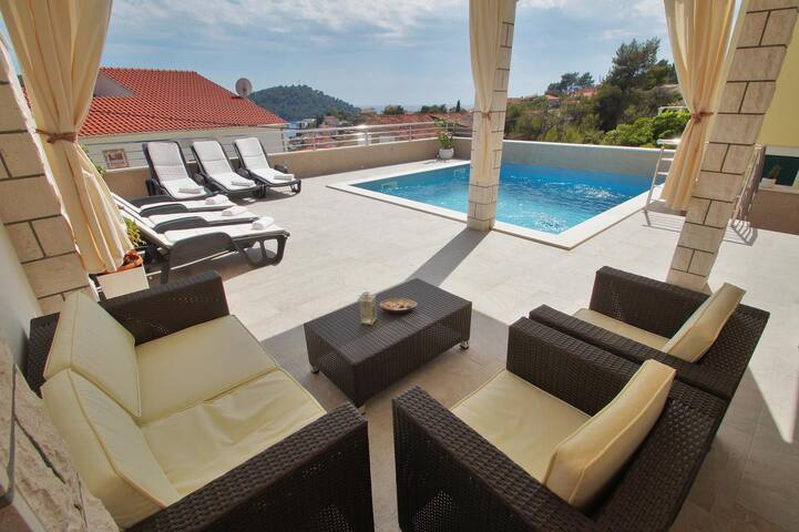 Comfortable and spacious house with terrace and sea view Brna, Korčula (K-13943)