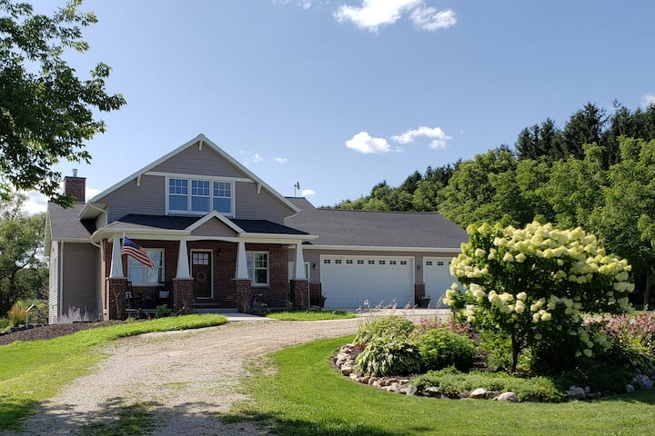 Quiet Country Home- Minutes From Town!