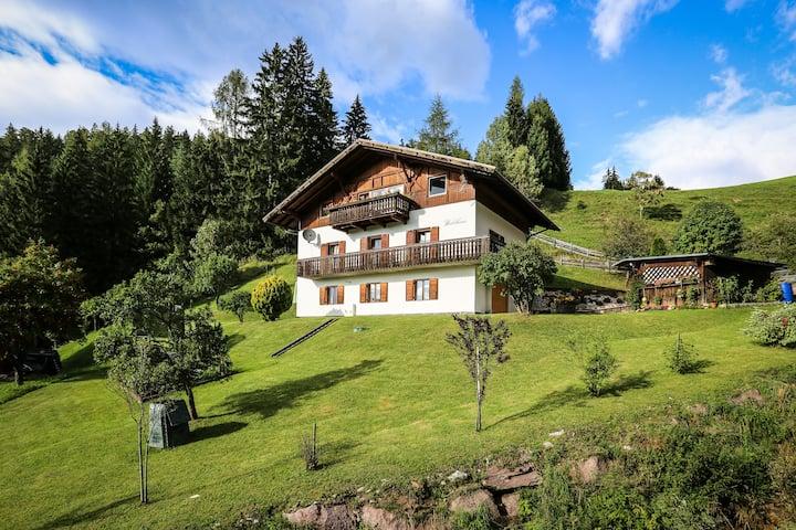 Relax Waldhaus | Garden and beautiful hiking ways