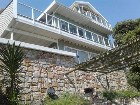 Ocean views!!   Accommodation away from the crowds