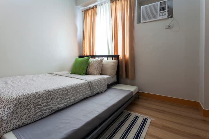 Cozy 1 Bedroom Condo @ Trees Residences Fairview