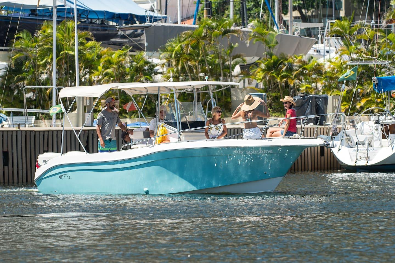 Lancha para 6 Passageiros partindo Rumo as Ilhas Cagarras