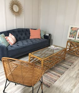 Beachy hideaway! Comfy 2 Bedroom Garden Apartment - South Kingstown - Wohnung