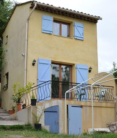 Petite Maison en Duplex indépendante.