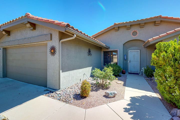 NEW LISTING! Desert getaway w/full kitchen, furnished patio, & enclosed yard