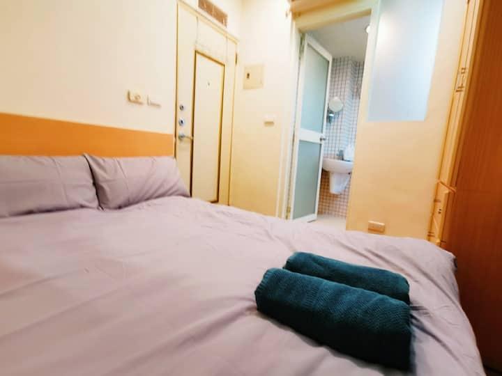 Backpacker   Room 307    MRT 3 min   week 10 %off