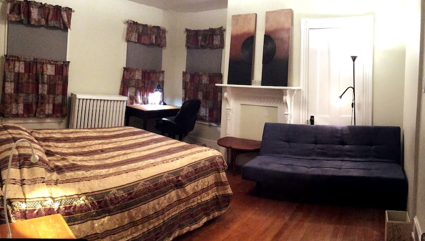 Comfortable room close to Hospitals/Rutgers/NYC