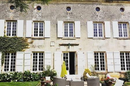 Chateau des Granges 1 - Courcelles